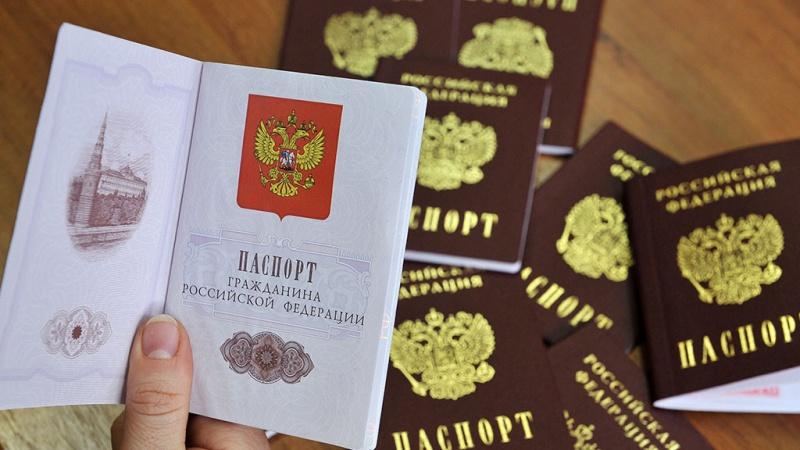 Какие документы нужно менять при замене паспорта в 45 лет, в 20 лет в 2019 году?